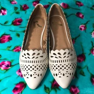 Report Brand Pointed Flats- Ivory 🌾